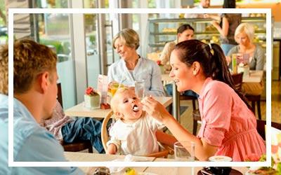 Предлагается штрафовать рестораны за отказ обслуживать пожилых людей и инвалидов